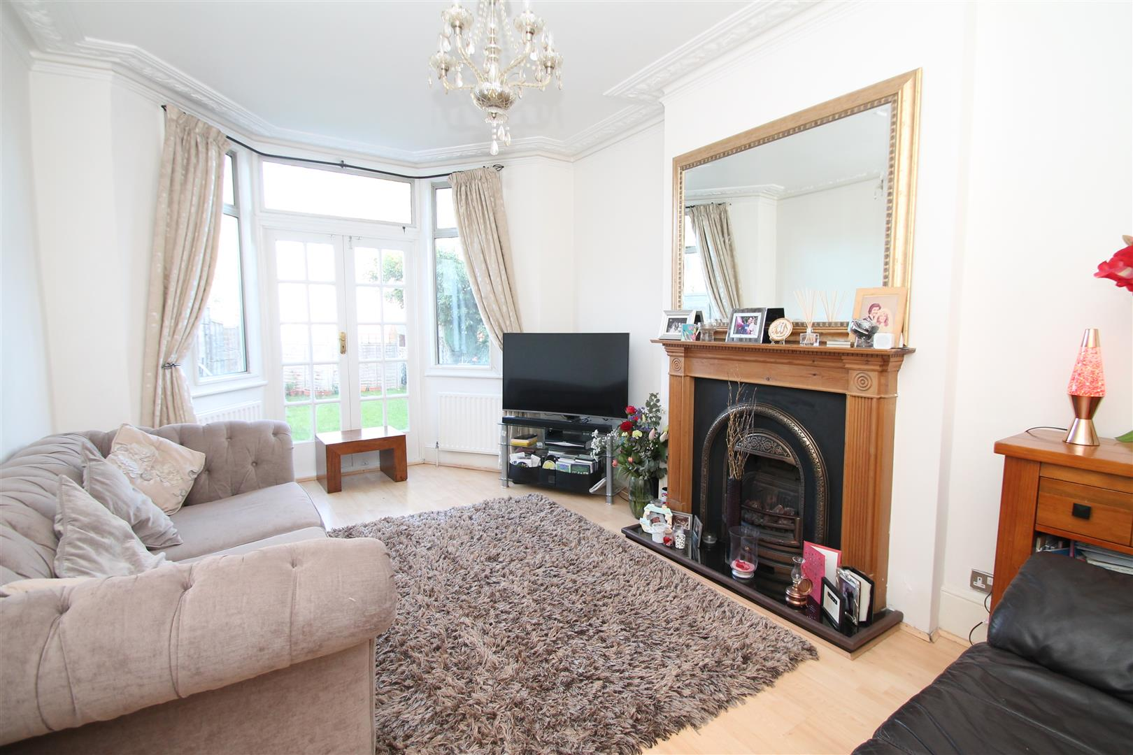 2 Bedrooms Flat for sale in Elmdale Road, Palmers Green, London N13